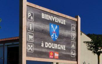 Panneaux d'entrée et de sortie de Dourgne